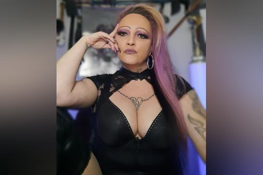 Profilbild von Lady Nadine Bauer