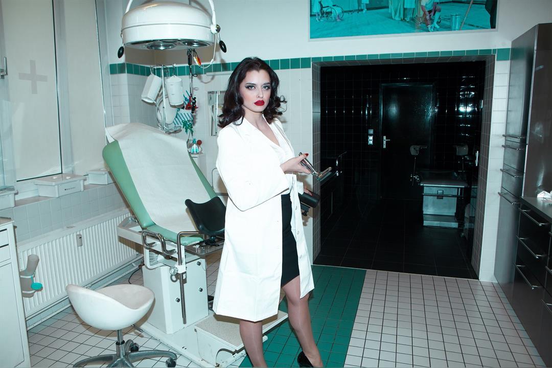 8. Bild von Mistress Bella Lugosi