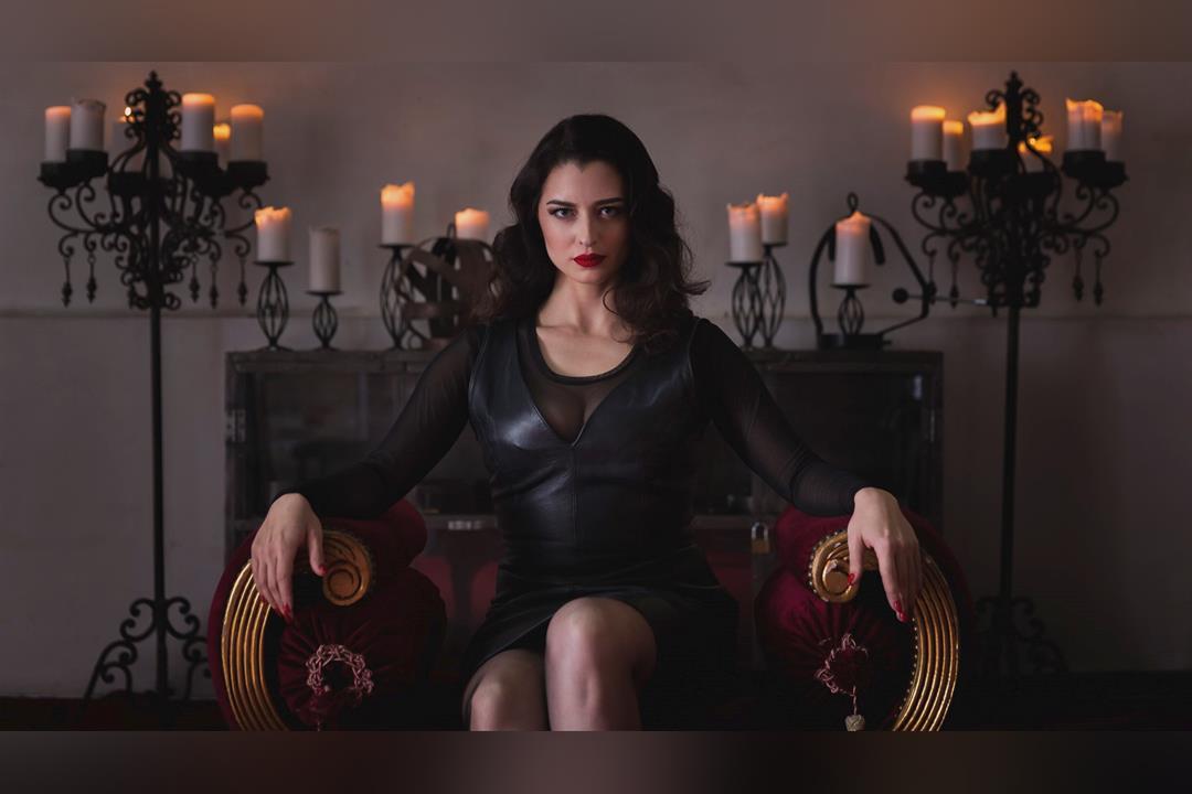 2. Bild von Mistress Bella Lugosi