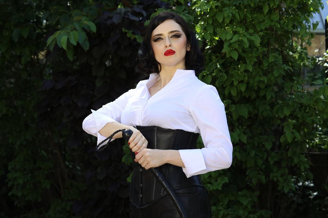 1. Bild von Mistress Bella Lugosi