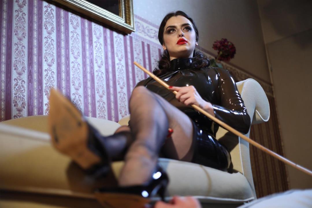 7. Bild von Mistress Bella Lugosi