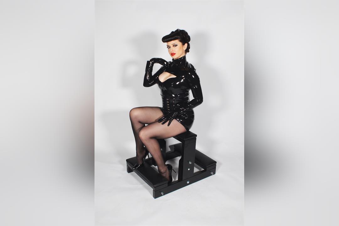 5. Bild von Mistress Bella Lugosi