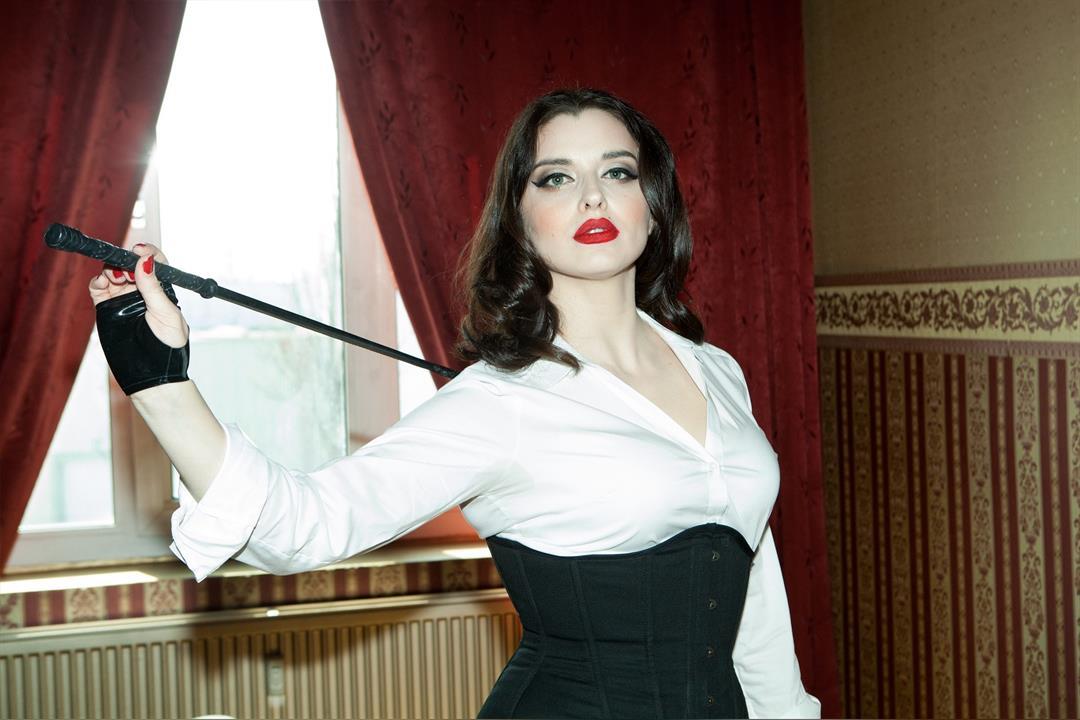 4. Bild von Mistress Bella Lugosi